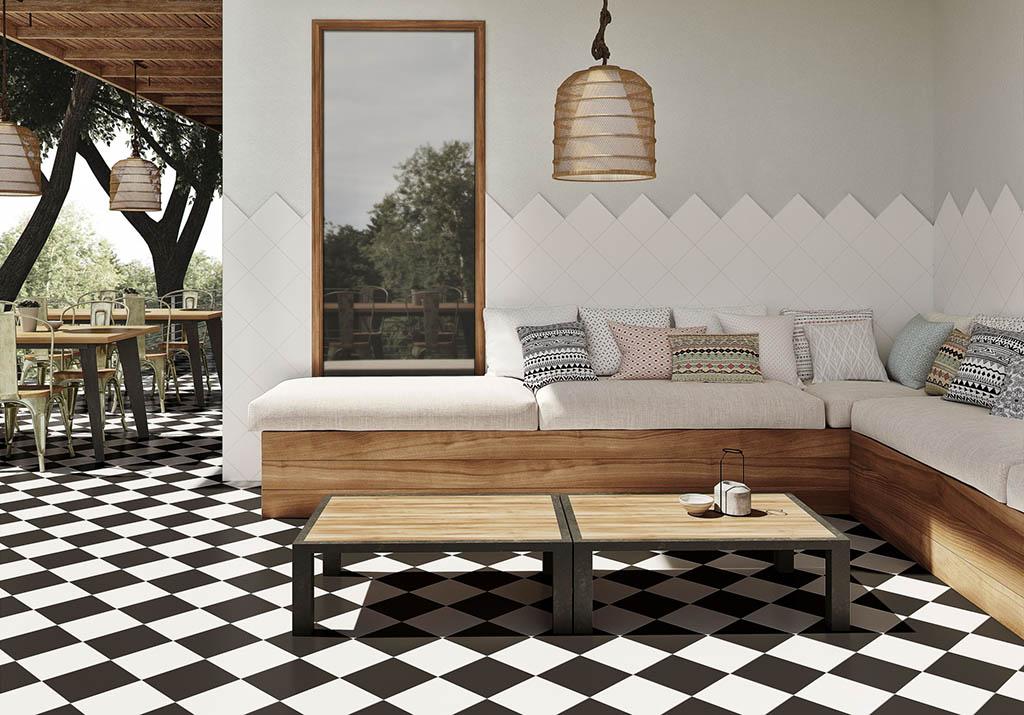 Combinación azulejos blanco y negro en exteriores patio terraza