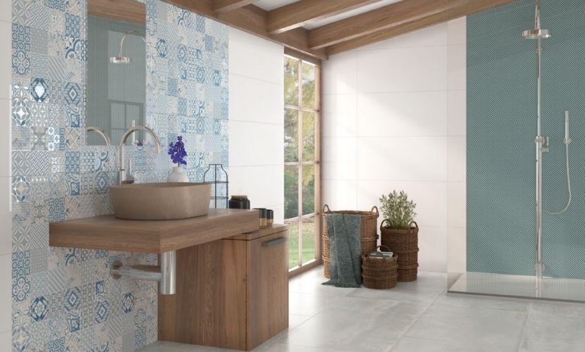 Los azulejos azules se pueden combinar con distintos diseños.